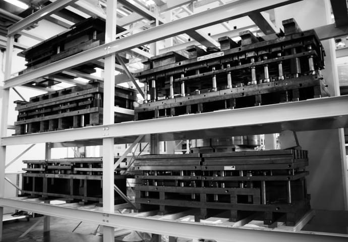 Maschinen verfügt über einen mehrfach spezialisierten Maschinenpark für die Planung und Herstellung von Stanzformen und Werkzeugen für Blech Schweiβen